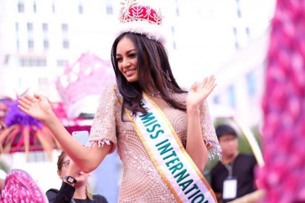 Berkunjung ke Indonesia, Miss International 2016 Ingin Kenakan Batik