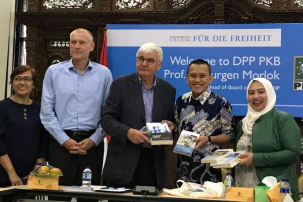 Belajar Toleransi, Dewan Pembina FNF Jerman Kunjungi PKB