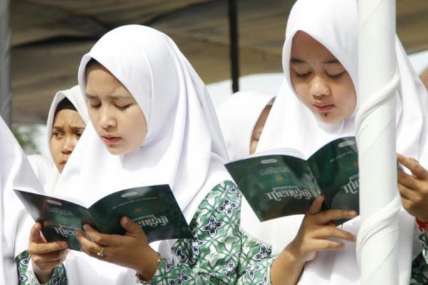 `Generasi Milenial` Warnai Khataman Al-quran di Alun-Alun Pekalongan