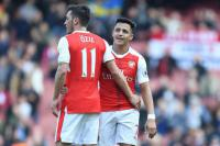 Wenger Masih Dingin Terkait Kontrak Ozil-Sanchez