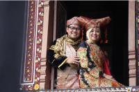Cak Imin dan Istri Pakai Baju Adat Minangkabau, Warganet Baper