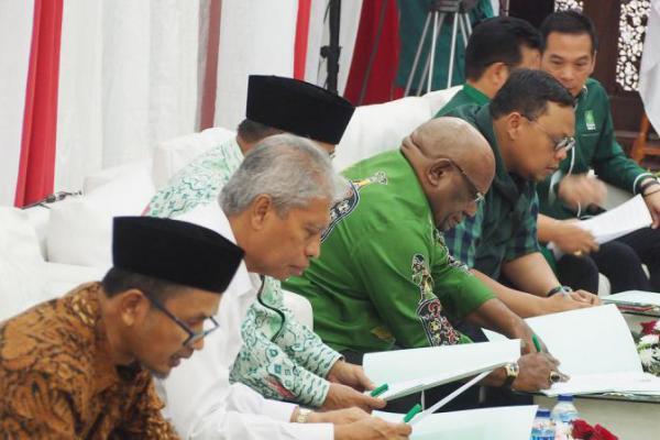 Tak Biasa, Cagub Teken 5 Mandat Politik PKB Secara Terbuka