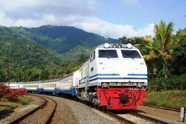 PT KAI Minta SIKM Penumpang Kereta Jakarta-Bandung Dihapus