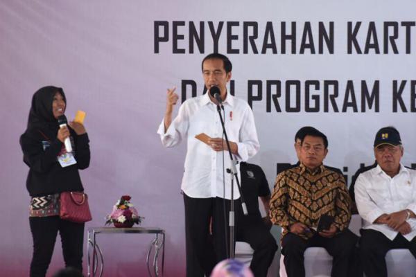 Di Pangkal Pinang, Jokowi Serahkan Bantuan 1.200 PKH