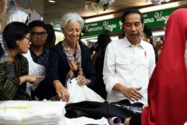 Jokowi: Lebih Baik Bank Internasional Ada di Indonesia Ketimbang Nasabah RI Lari Keluar