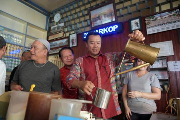 Usai Hadiri Perayaan Cap Go Meh, Menpora Cicipi Kuliner Singkawang
