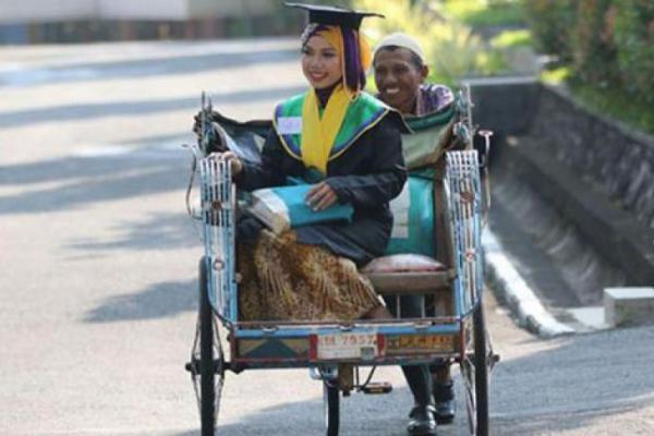 Inspiratif, Raeni Anak Tukang Becak Bercita-cita Jadi Doctor