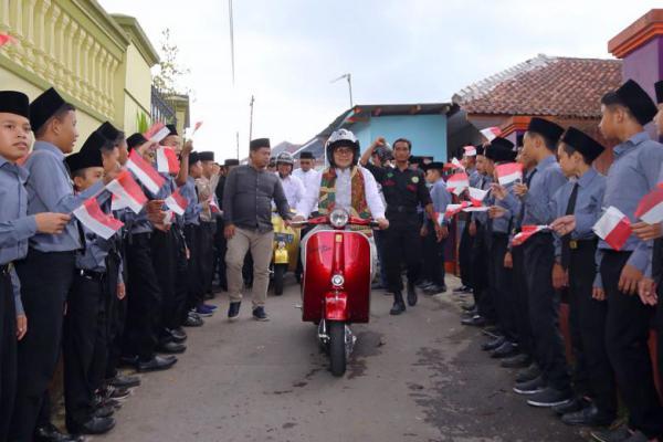 Heboh, Cak Imin Dihadang Vespa Maniac saat ke Ponpes Congdong
