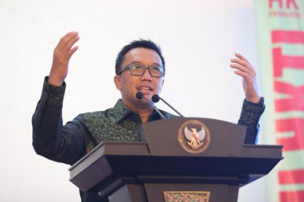 Usai Rapat Kabinet, Menpora Temui Atlit Paralayang di Istana Negara