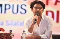 Dear Netizen, ini Lho Alasan Reza Rahadian Tak Punya Akun Media Sosial