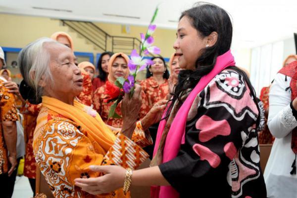 DWP Kemendesa Kunjungi Panti Lansia di Bekasi