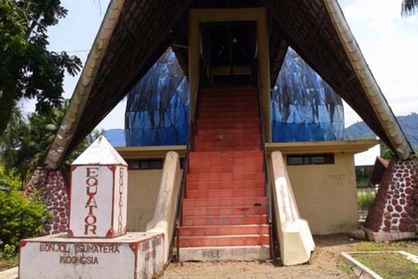 Sumatera Barat Resmikan `Monumen Khatulistiwa` di Pasaman Barat