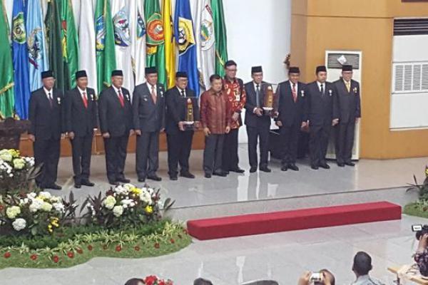 Tujuh Kepala Daerah Berprestasi Raih Penghargaan dari Kemendagri