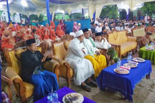 Pengasuh Ponpes Lirboyo Dukung & Doakan Lukman Edy Menang