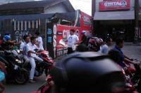Relawan Cak Imin Berbagi Takjil Untuk Pengendara di Jalanan Ciputat
