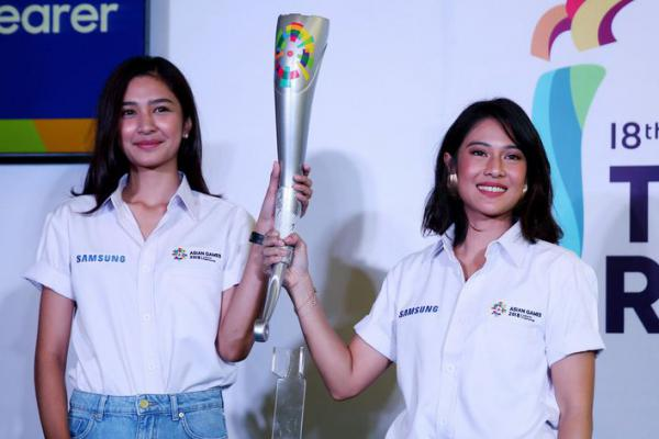 Dian Sastro dan Mikha Tambayong Terpilih Bawa Obor Asian Games 2018
