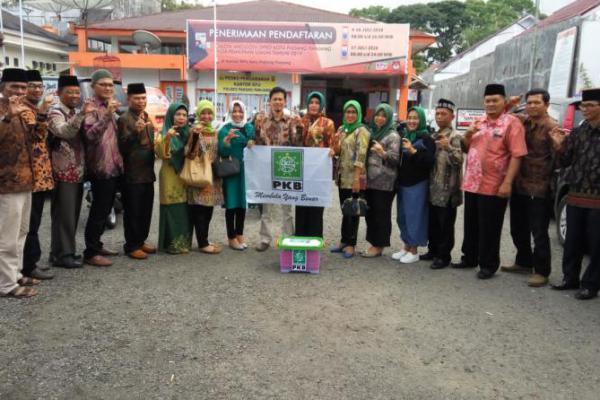 DPC PKB Kota Padang Panjang Daftarkan 20 Bacaleg ke KPUD