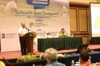 Anwar Sanusi Beberkan Keberhasilan Dana Desa di Hadapan Peserta APO