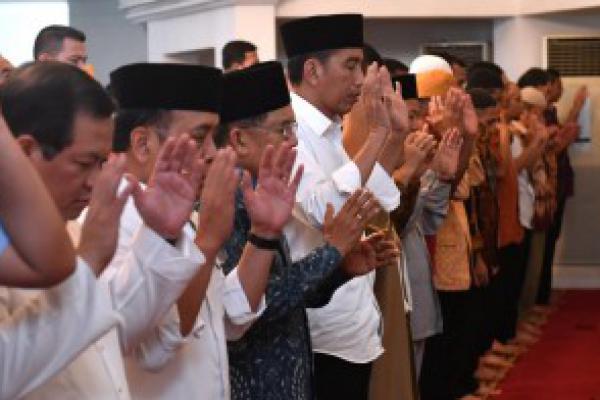 Jokowi-JK Sholat Gaib untuk Korban Gempa Lombok