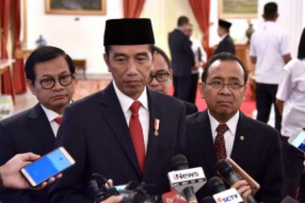 Presiden Jokowi Serahkan 5.144  Beasiswa Bagi Mahasiswa di Lombok
