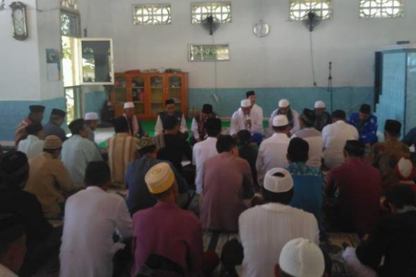 Usai Jum`at, Ratusan Jamaah di Donggala Tahlilan dan Istighotsah