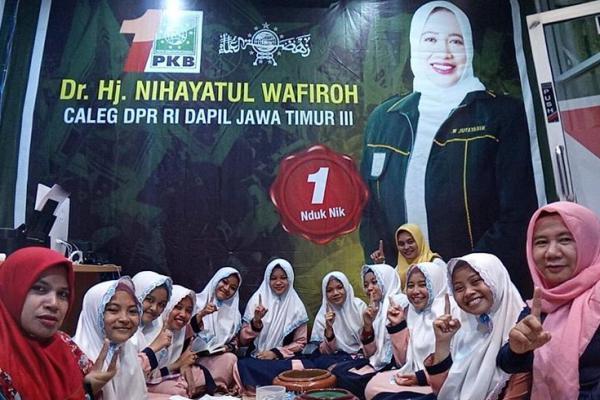 Resmikan Posko Pemenangan, Nihayatul Wafiroh Undang Yatim Piatu