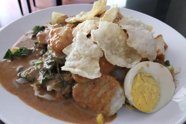 Ternyata, Gado-Gado Makanan Favorit Turis Asing di Indonesia