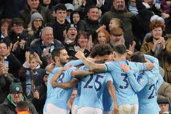 Lumat Chelsea 6-0, City Kembali Gusur Liverpool di Puncak