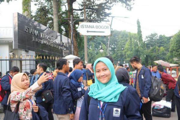 Mahasiswi Asal Ujung Kulon Bertemu Jokowi di Acara Konferensi Mahasiswa Nasional