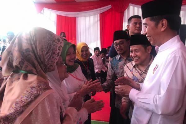 Sambangi Ponpes Denanyar, Ibunda Cak Imin Sambut Jokowi