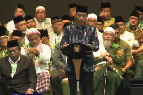 Di Hadapan Massa NU, Jokowi Janji Dorong Penyelesaian RUU Pesantren