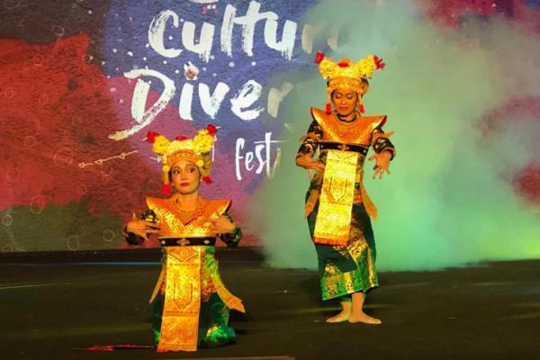 Tari Legong Kupu Carum Bali Warrnai Festival Budaya di Doha