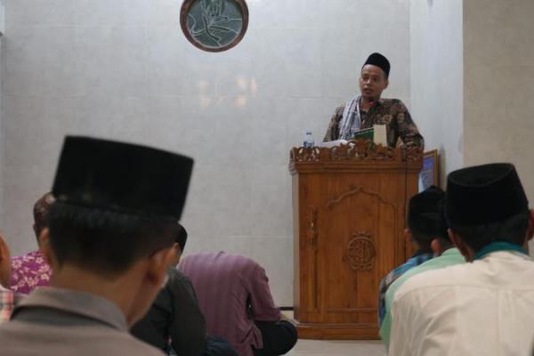 Kiai Umaruddin Masdar Jelaskan Fadilah Ziarah Kubur
