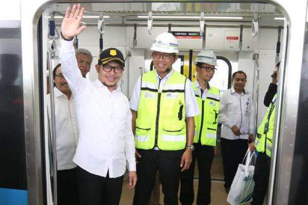 Naik MRT HI-Lebak Bulus, Menaker Pantau Keamanan Pekerja