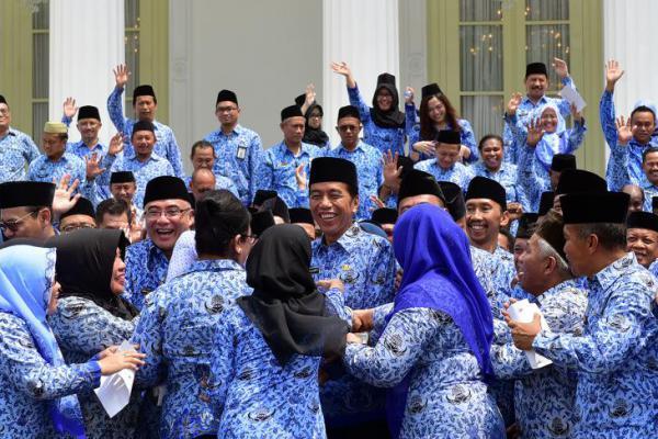 Presiden Jokowi Buka Rakornas KORPRI di Istana Merdeka