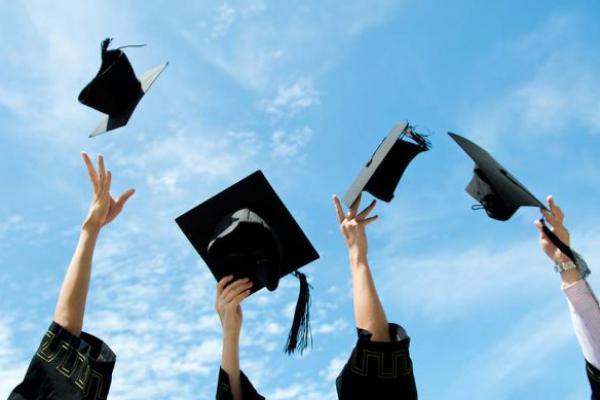 Beasiswa Bidikmisi dan Program Indonesia Pintar Tingkatkan Prestasi Anak Bangsa