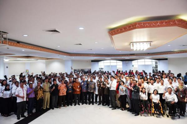 Menpora Imam Nahrawi Serahkan 286 SK CPNS Khusus Olahragawan Berprestasi