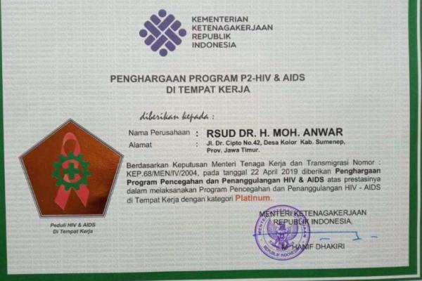 Kemnaker Beri Penghargaan P2HIV/AIDS Platinum untuk RSUD Sumenep
