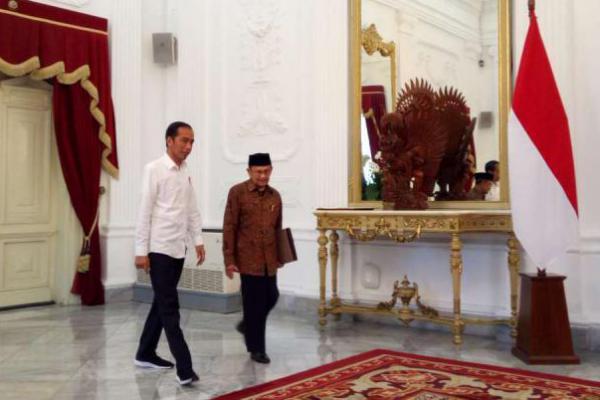 Presiden Jokowi Terima Kunjungan BJ Habibie di Istana Merdeka