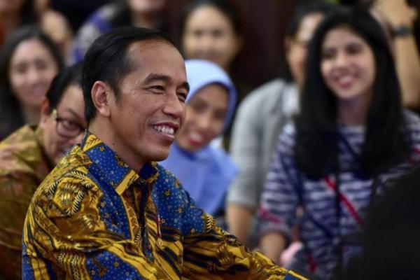 Dijenguk Jokowi dan Iriana, Risma Minta Maaf