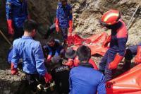 Petugas Kembali Evakuasi 6 Jenazah Korban Gempa Palu, Dua Diantaranya Utuh