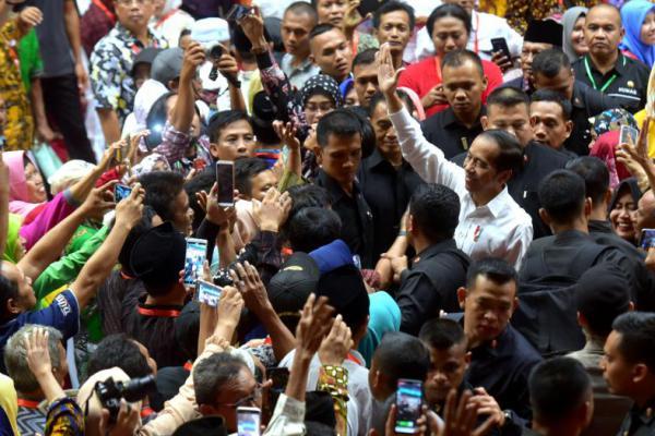 Bagikan 3.200 Sertifikat Tanah di Gresik, Jokowi Optimis 2025 Rampung