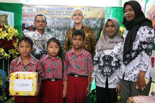 Keterbatasan Sarana, Tak Halangi Siti Hardiyanti Berinovasi