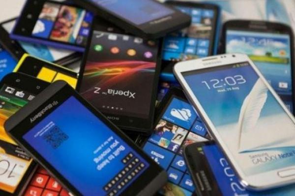 Kominfo Gandeng Operator Seluler Tekan Peredaran Ponsel BM