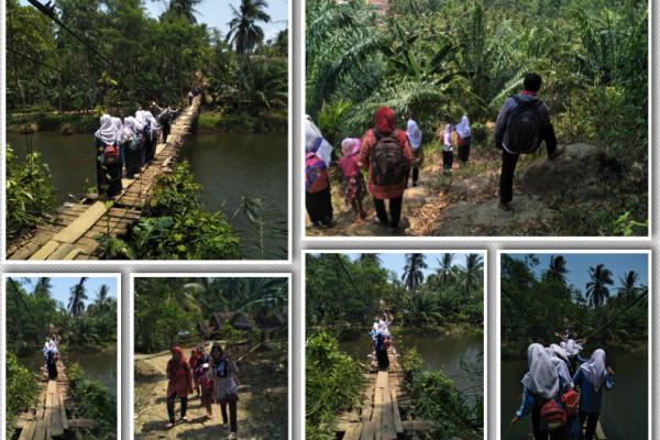 `Bayang-bayang Kematian` Harus Dihadapi Siswa Lewati Jembatan Gantung di Pandeglang
