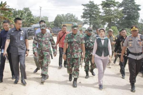 Wagub Nunik Sambangi Lokasi Bentrok Berdarah di Mesuji