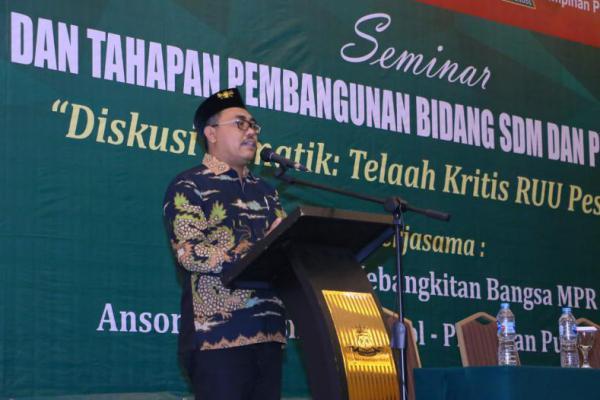 Wakil Ketua MPR Dorong Pemerintah Segera Terbitkan Aturan Turunan UU Pesantren