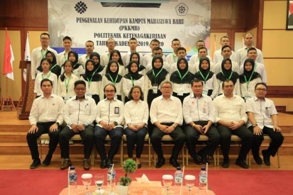 Sekjen Kemnaker Hadiri Acara PKKMB Polteknaker di Bekasi