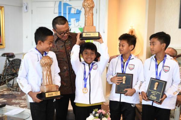 Tim Sepakbola Pelajar U-10 dan U-11 Juara di China, Menpora Bangga
