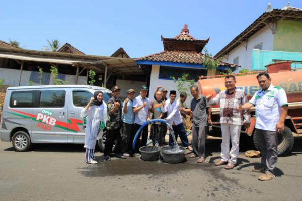 Bantu Warga Gunungkidul yang Kekeringan, PKB DIY Salurkan Air Bersih